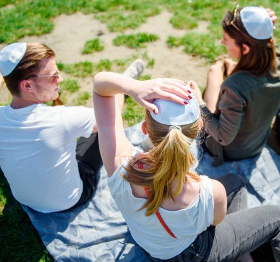 Campaign against anti-Semitism: Berliners wear the kippah