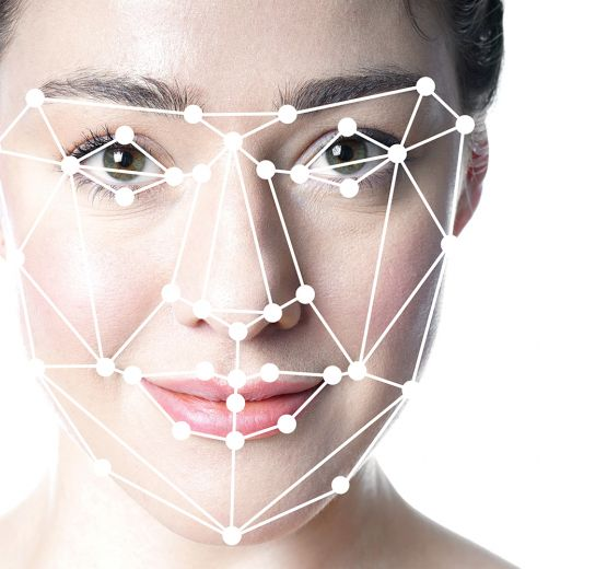 Facial Recognition: a controversial, successful technology Christoph Burkhardt