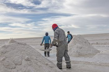 A coveted raw material: lithium extraction in Bolivia