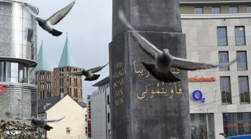 Kassel to buy refugee monument