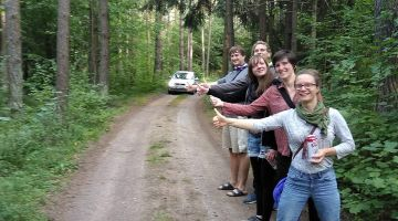 Antje, Ela and Hanoch are hitch-hiking through the Baltic states
