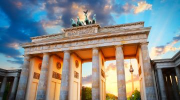 Hotspot for European city tours: the Brandenburg Gate in Berlin