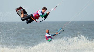 Kitesurfing on the North Sea: feel the wind and waves