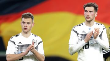 Kimmich (l.) and Goretzka launched the #WeKickCorona campaign