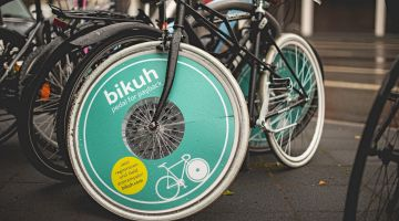"""bikuh"": advertising between the spokes makes kilometre money."