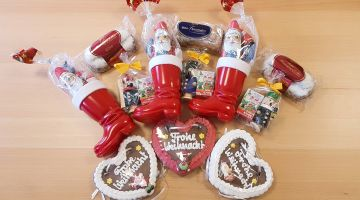 Incense smokers, Lebkuchen and more are included in the gift boxes.