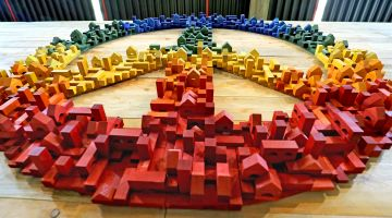 Peace signs made of wooden blocks: you have to work for peace.