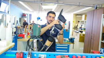 Tolga Kaya works as an orthopaedic technician in Frankfurt am Main.