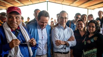 Foreign Minister Heiko Maas visiting Icononzo in Colombia.