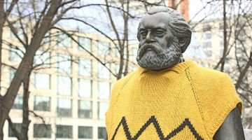 Dressed up monument in Berlin: modern Marx?