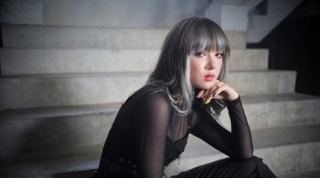Jannine Weigel: The Thais like her style.
