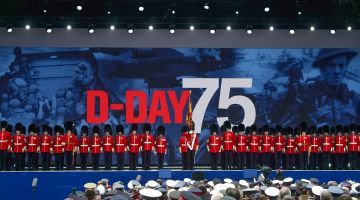 Leaders pay respects to D-Day soldiers