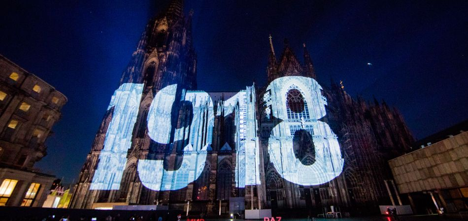 A projection on Cologne Cathedral commemorates the end of the First World War 100 years ago.