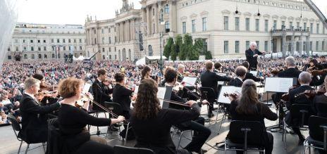 Major orchestras tour Asia
