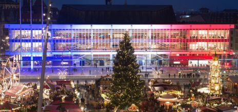 Centro Cultural de Dresde iluminado