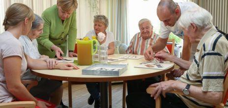 Merkel visita centro geriátrico