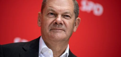 Scholz slams negative rates