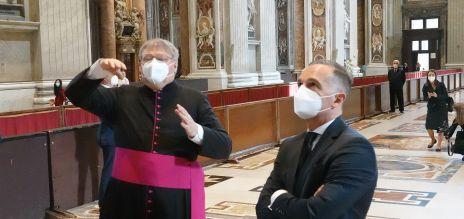 Maas vom Papst empfangen