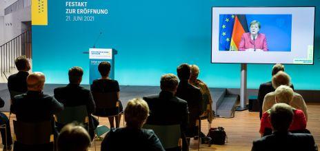 Merkel: Ohne Nazi-Terror keine Flucht und Vertreibung
