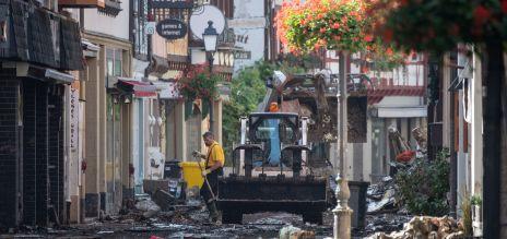 Auch die Einsatzkräfte in dem rheinland-pfälzischen Katastrophengebiet erleben Schreckliches. Wie sehr sie das belastet, tritt meist erst nach ihrer Rückkehr zutage.