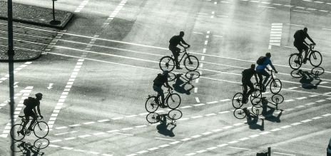 Radfahrer auf Kreuzung