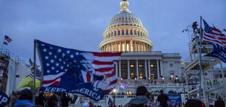 Trump und Unterstützer treten Demokratie mit Füßen