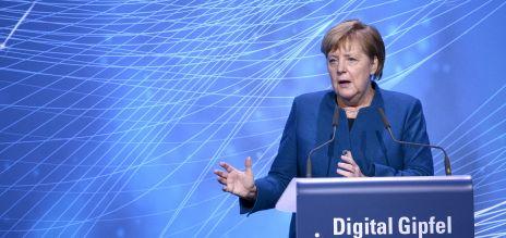 Merkel für bessere Kooperation von Wirtschaft und Politik bei 5G