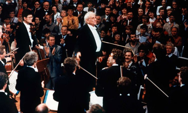 Leonard Bernstein is applaused after conducting an international ensemble during the East-West-Concert shortly after the Berlin wall came down in Berlin, 25 December 1989.