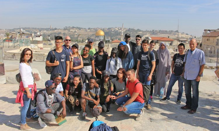 The German pupils explore Jerusalem.