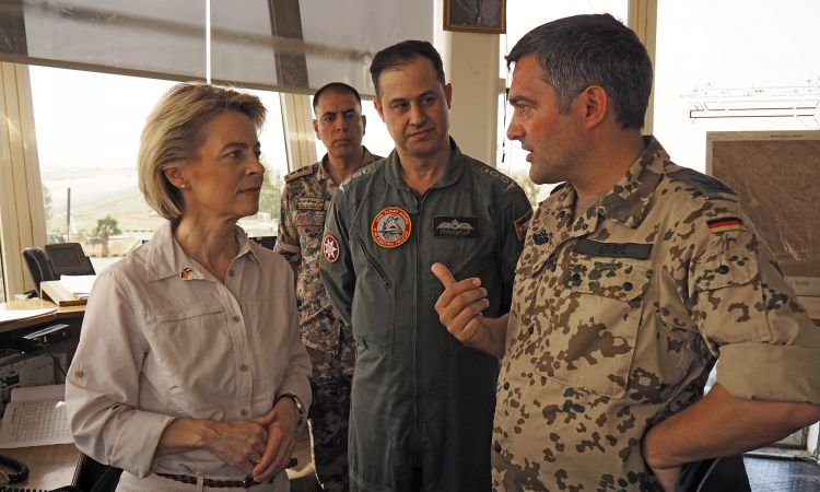 The German armed forces at Incirlik air base in Turkey: Colonel Frank Gräfe with Defence Minister Ursula von der Leyen