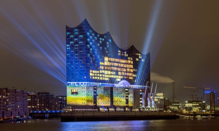 The harbour's newest star: the Elbphilharmonie.