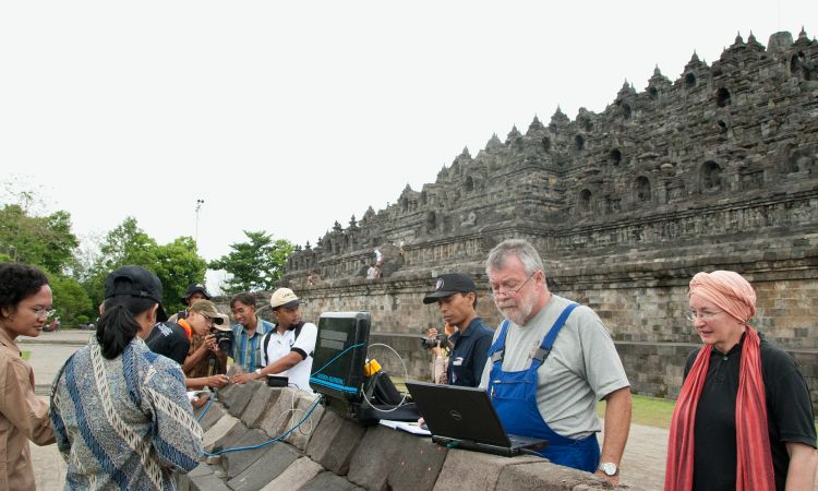 Hans Leisen in Borobudur