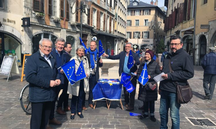 Marc Lavedrine (rear right) supports the Pulse of Europe movement in France.