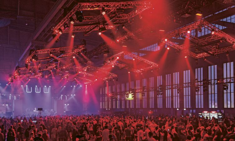 Rave in an aircraft hangar: Berlin parties in what was once Tempelhof Airport