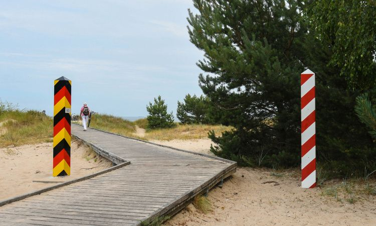 A border that is gradually disappearing: near Świnoujście on the island of Usedom.