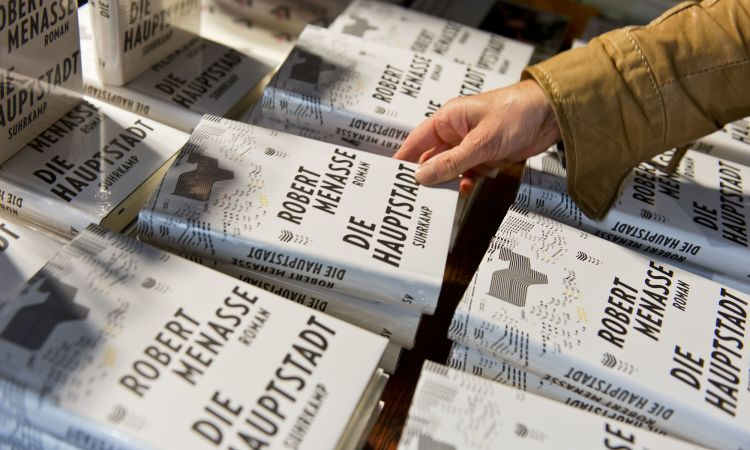 "The novel ""Die Hauptstadt"" has won the German Book Prize."