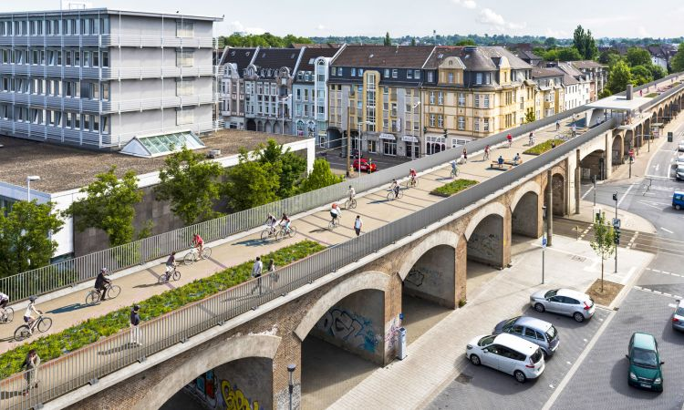 The Ruhr bike expressway goes along the city viaduct in Mühlheim