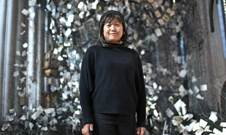 "Chiharu Shiota in front of her installation ""Lost Words"""