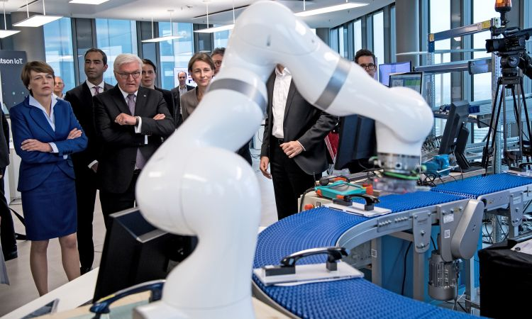 Federal President Steinmeier in the IBM HQ in Munich: Investment in the future.