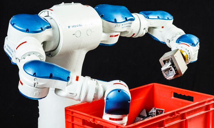 Rapid Dual Arm Bin Picking robot system: this robot sorts components with lightning speed.