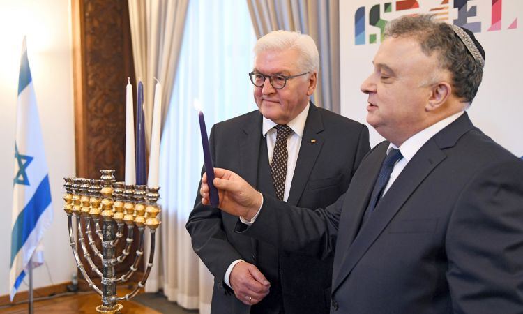 German President Steinmeier and Israel's ambassador Issacharoff at the start of the anniversary year.
