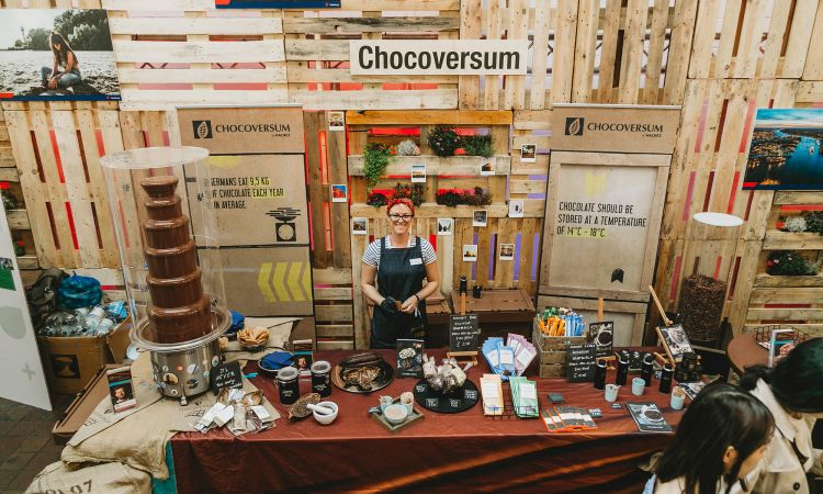 Various shops and sponsors also present their wares. And they include all the delicacies a port city has to offer – for instance speciality chocolate by Hachez.