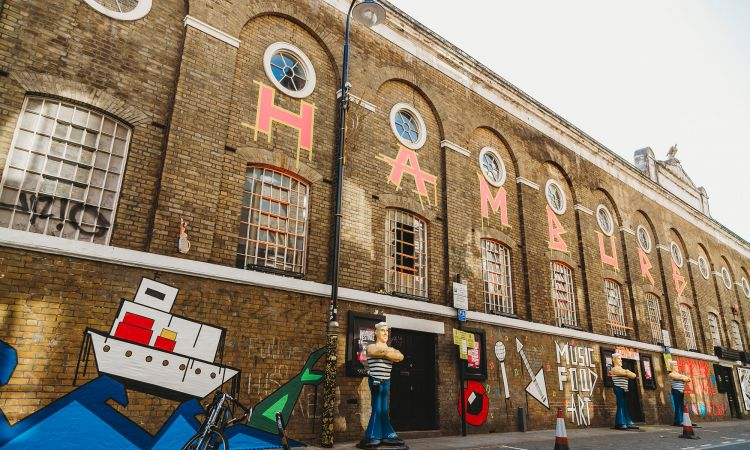 "In London for the second time: the pop-up festival ""Hamburg on Tour"". The façade in London's East End was designed with Tape Art."