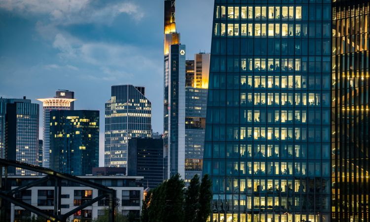 Music, fraud and gangsters – the Netflix series Skylines is set in Frankfurt am Main.