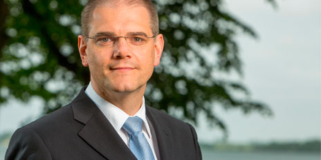 Oberbürgermeister Dr. Alexander Badrow